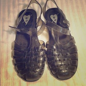 URBAN OUTFITTERS jelly shoes